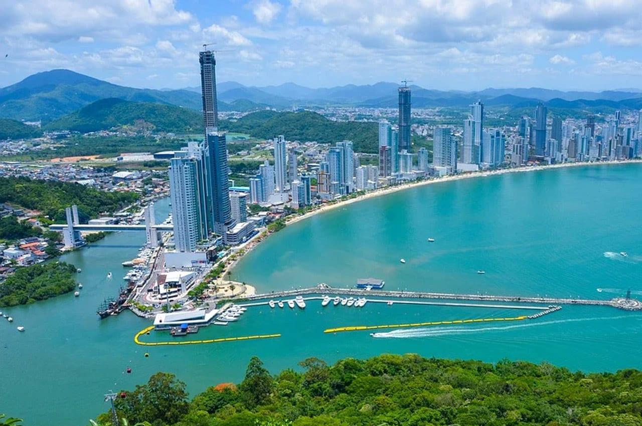 praias mais movimentadas do brasil