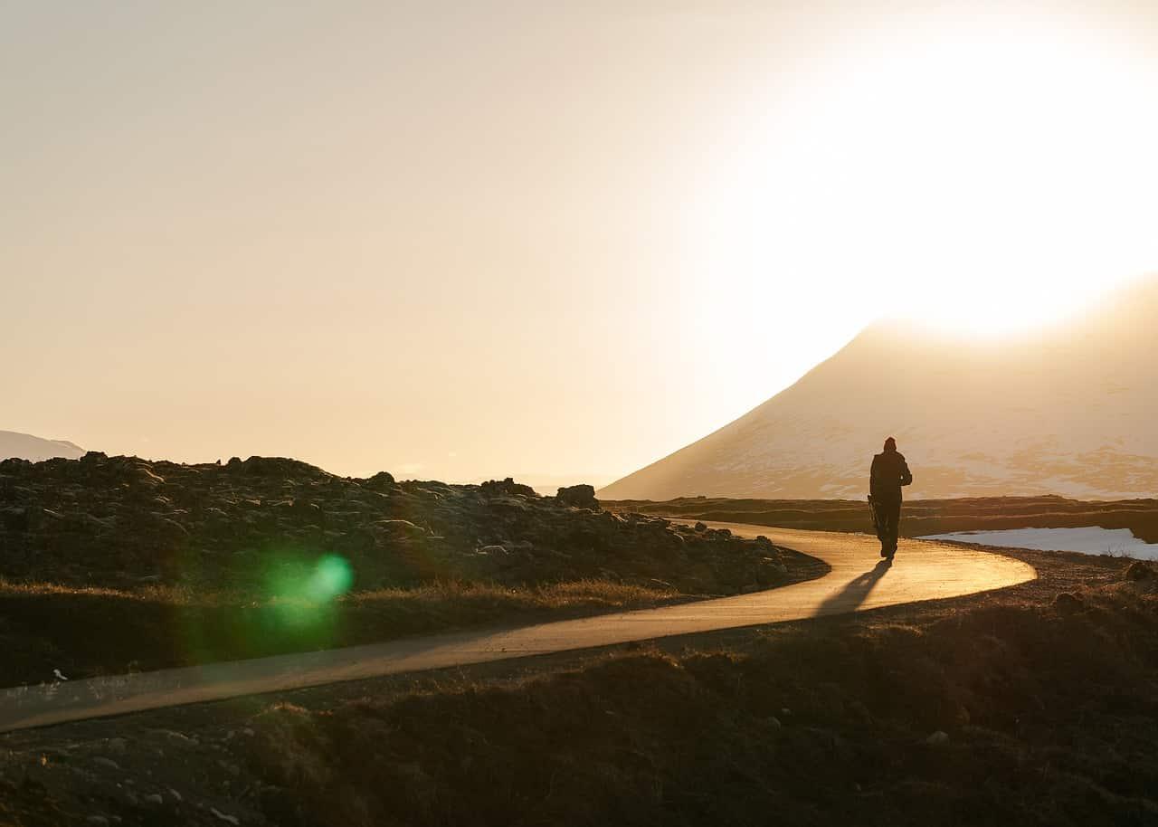 Viajar sozinho é bom?
