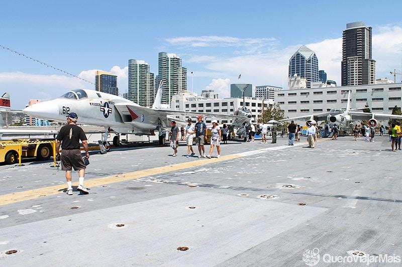 Porta aviões americano