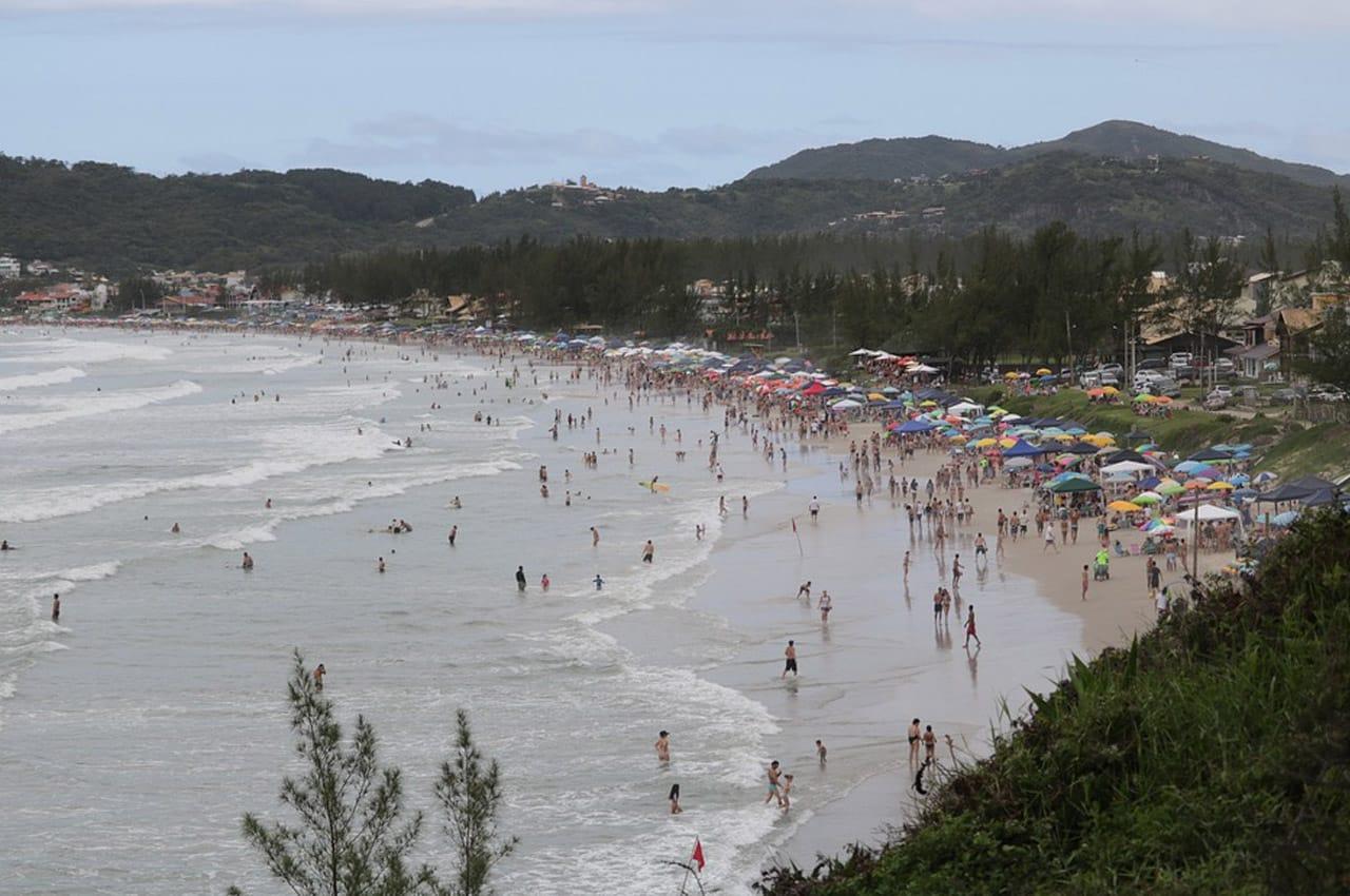 melhor praia de garopaba