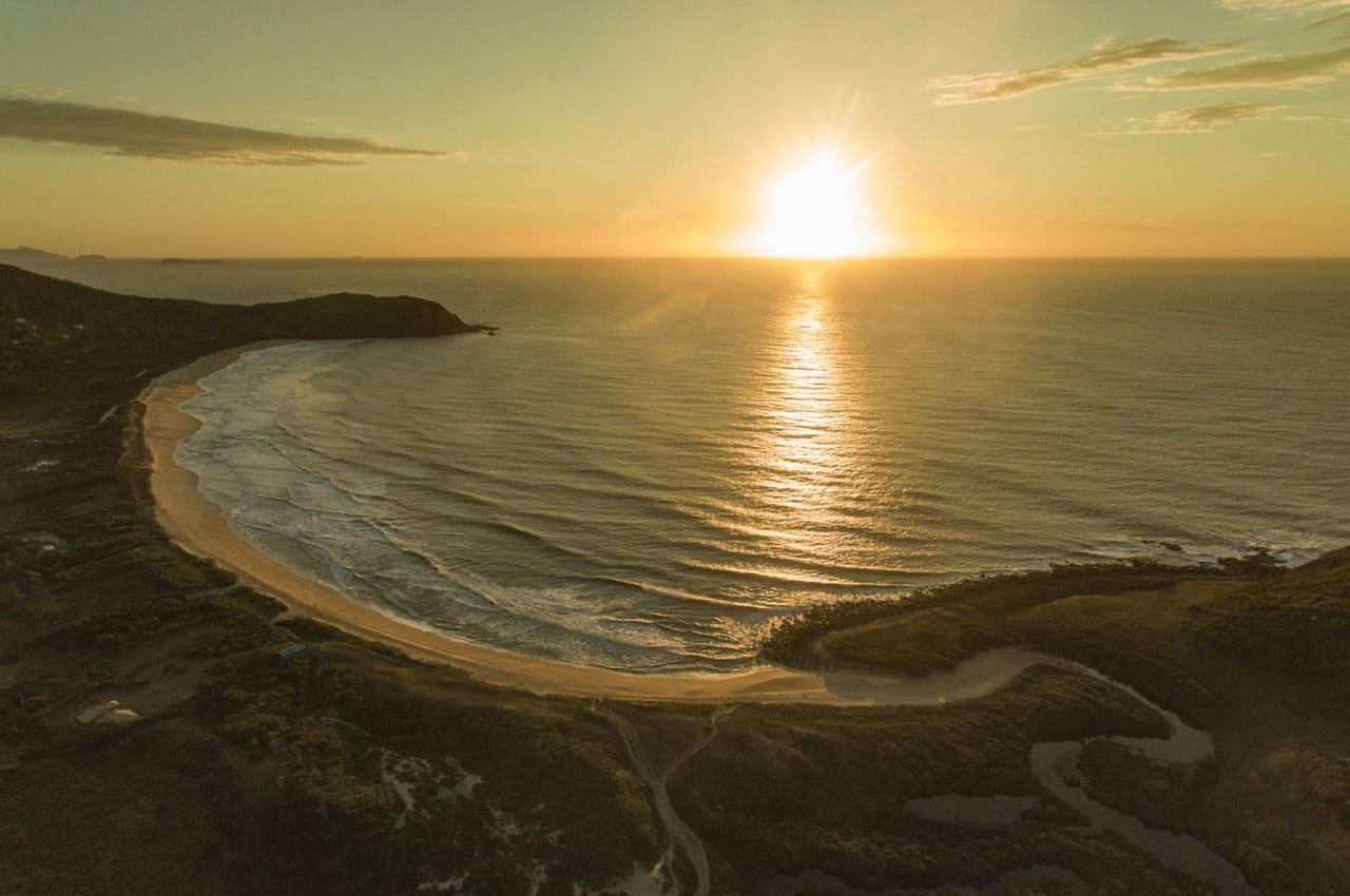 praia em garopaba para surfar