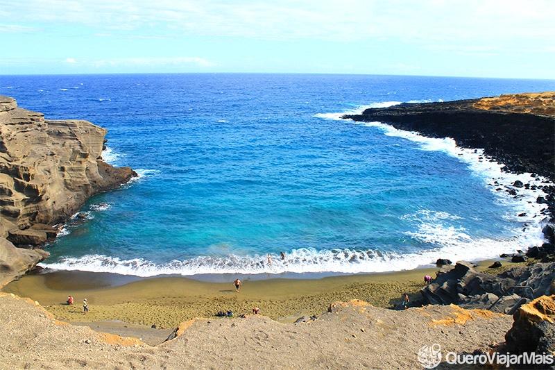 Praia de areia verde no Hawaii