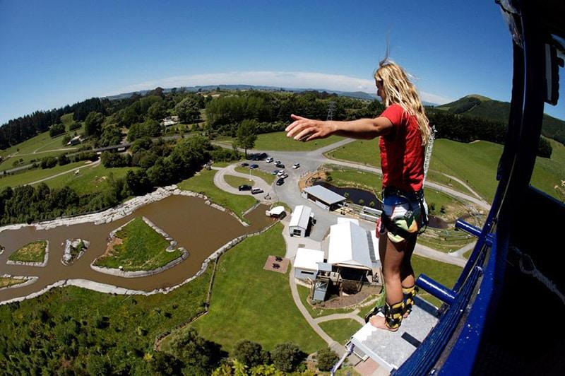 Bungy jump na ilha norte da Nova Zelândia