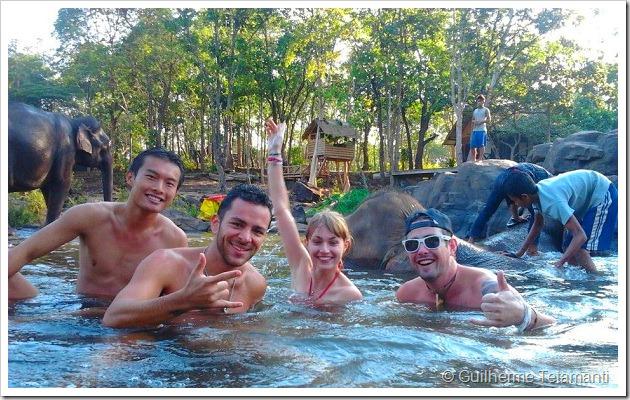 destino-laos-banho-com-elefantes-tadlo