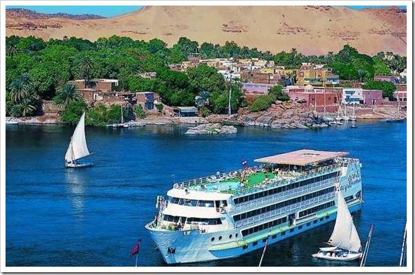 Cruzeiro pelo Rio Nilo no Egito