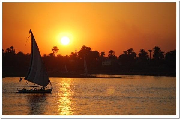 Passeio de barco no Egito