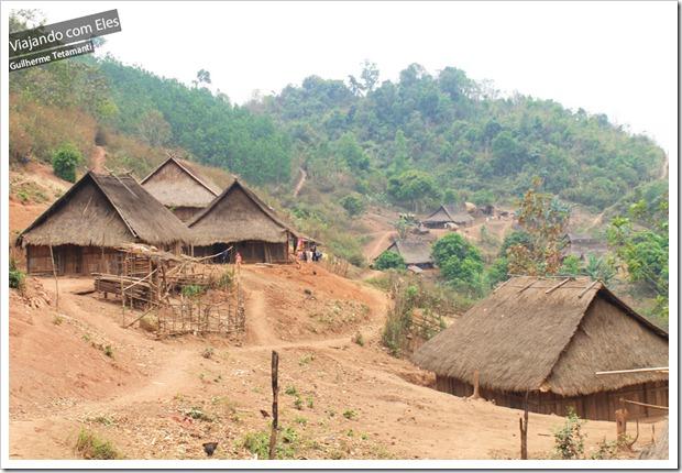 Vila tradicional no interior do Laos.