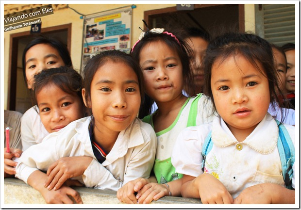 Crianças em escola do Laos.