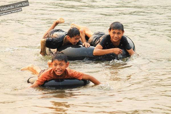 Tubing em rio de Nong Khiaw.