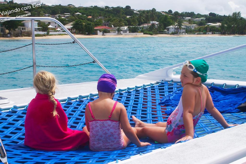 Tour de barco em Barbados.