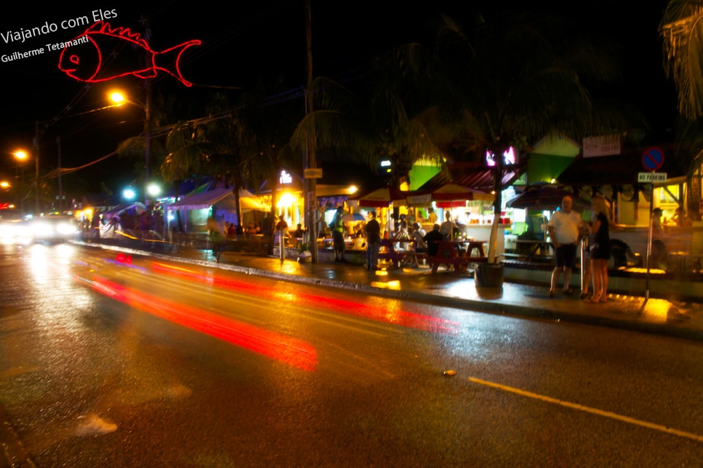 Mercado de Oistins sexta à noite.