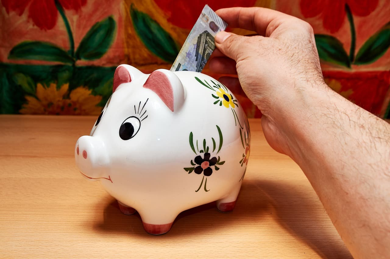 como guardar dinheiro para viajar