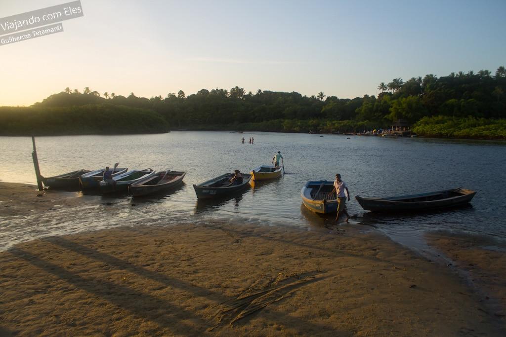Travessia do rio para chegar em Caraíva