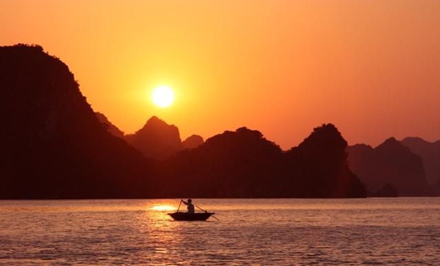 Vietnã - Ver o pôr do sol na Baía de Halong