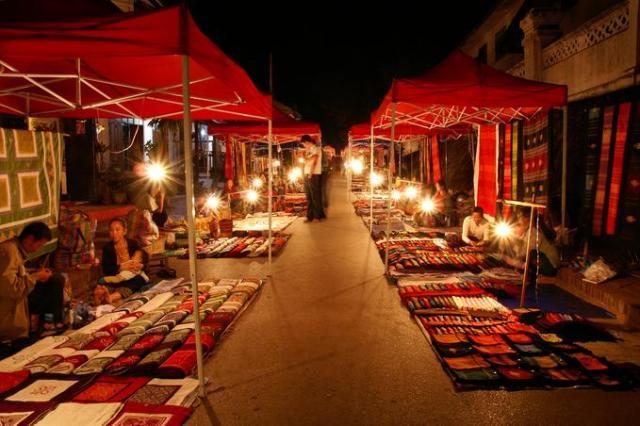 Laos - Comprar tudo e mais alguma coisa no Night Market de Luang Prabang
