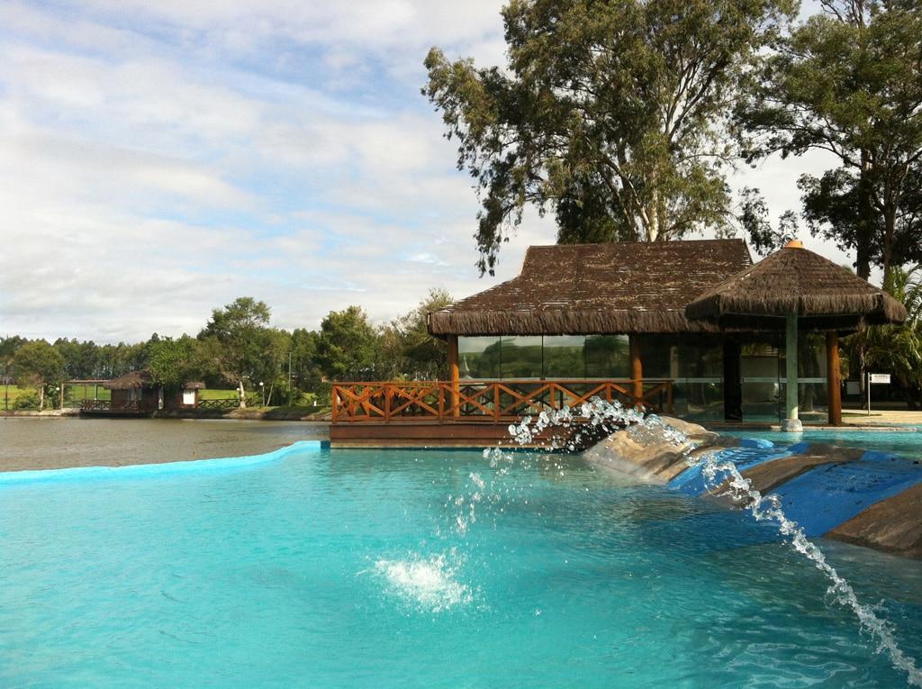 lugares para viajar a dois em SP com piscina