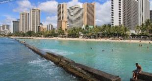 Hotéis na praia de Waikiki.