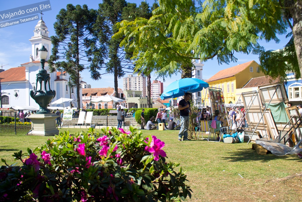 Feirinha aos domingos no centro histórico de Curitiba.