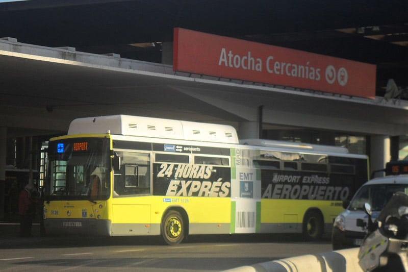 Transporte de ônibus do aeroporto ao centro de Madrid
