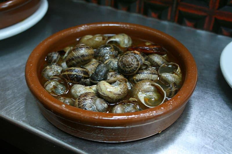 Caracoles a la madrileña | Foto: Tamorlan, via Wikimedia Commons.