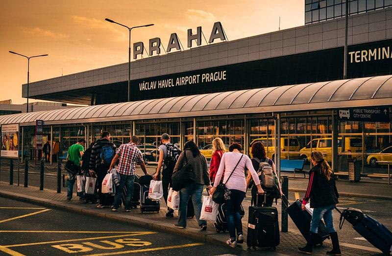 Como sair do aeroporto de Praga