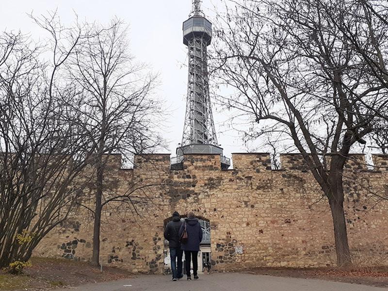 Petrin Hill Praga, um dos pontos turísticos de Praga