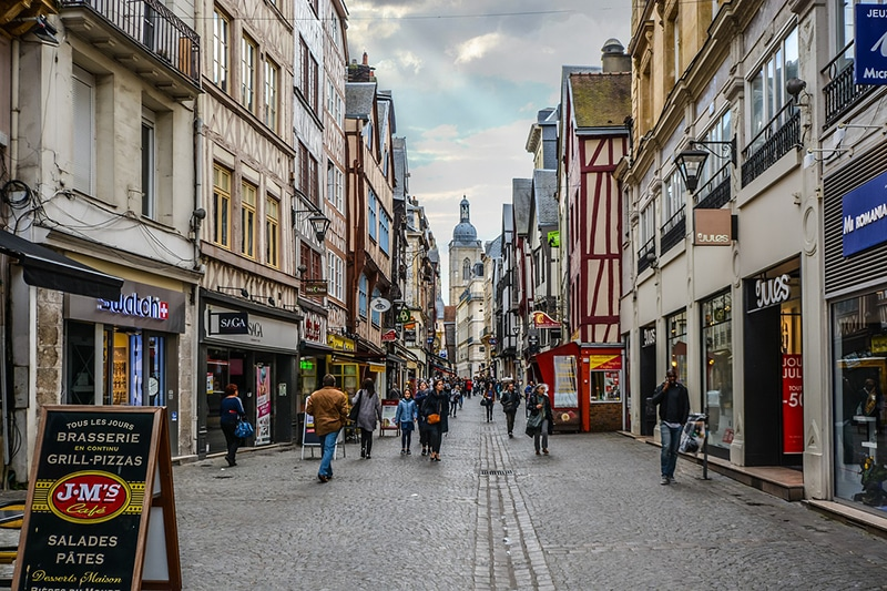 Cidade medieval perto de Paris
