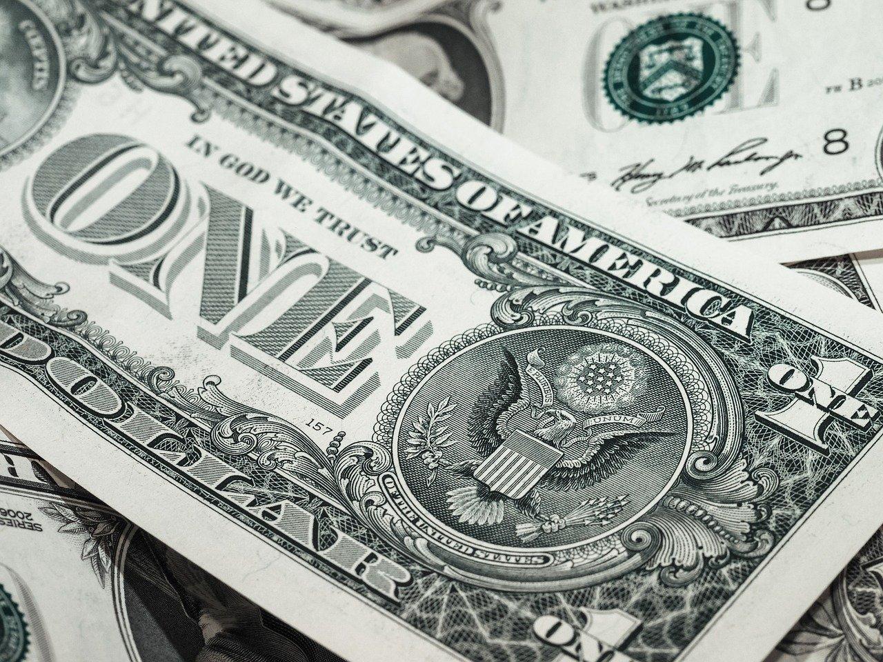 Onde é mais barato comprar dólar?