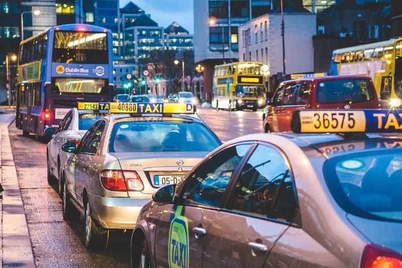 Táxi no aeroporto de Dublin, na Irlanda