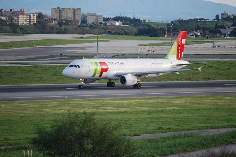 Como ir do aeroporto ao centro de Porto / Portugal