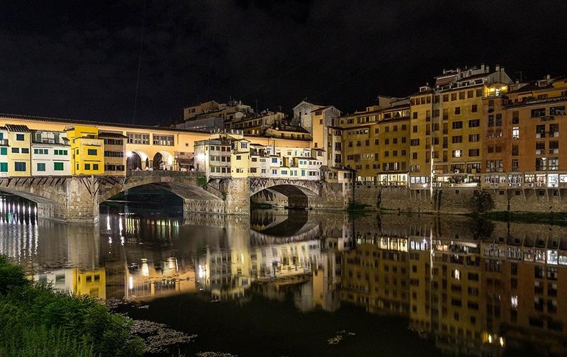 Passeio em Florença à noite
