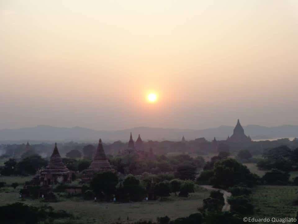 O inesquecível pôr-do-sol de Bagan
