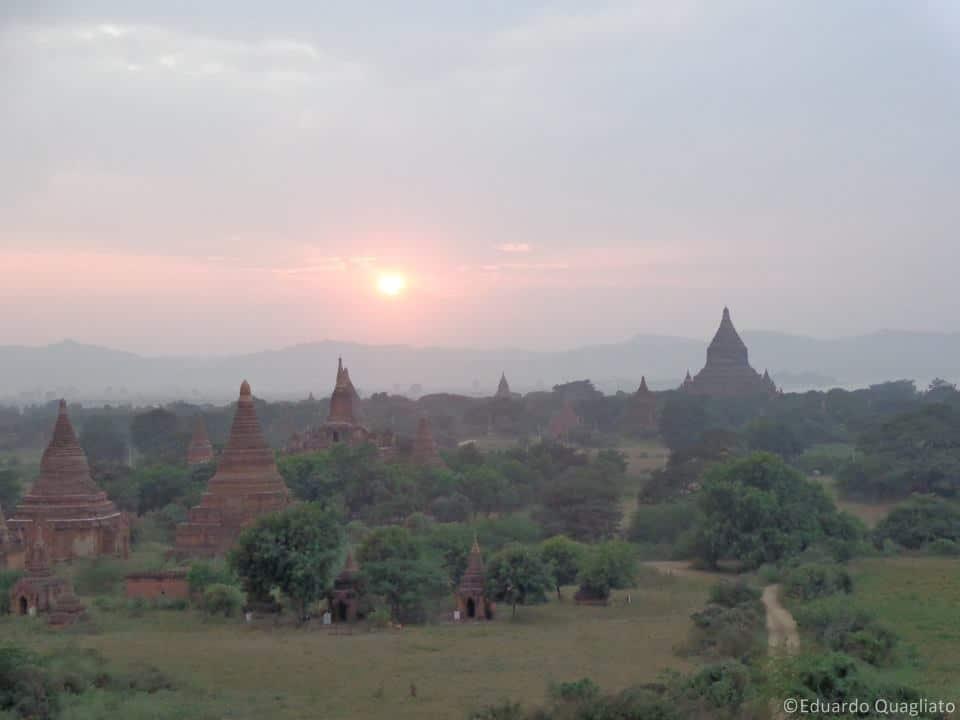 Pôr-do-sol em Bagan