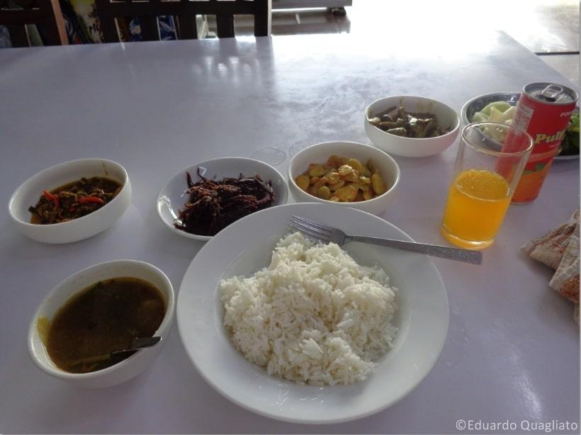 Comida típica no Myanmar