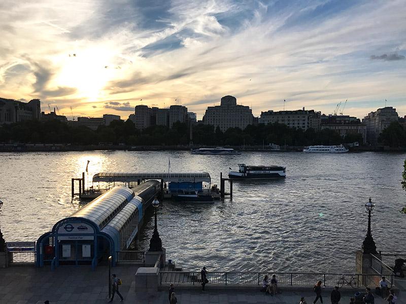 Como é andar de barco no rio Tâmisa em Londres