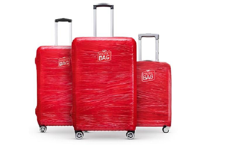 Colocar plástico na mala no aeroporto