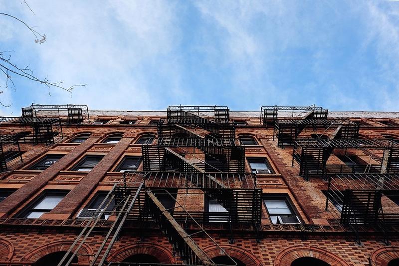Qual é o bairro com tijolinhos laranjas em Nova York?