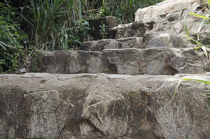 A trilha para Praia do Forno é difícil