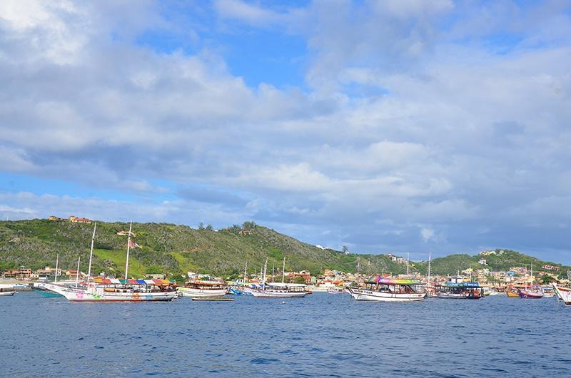 Praia de onde partem os barcos de Arraial do Cabo