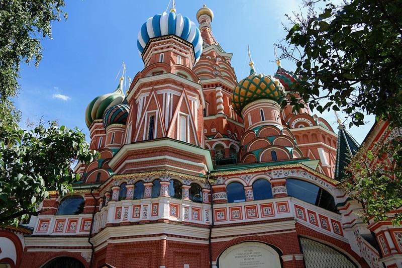 Onde fica a igreja colorida na Rússia