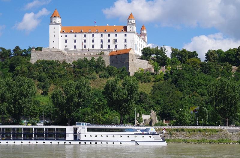 Ir de trem até Brastislava, capital da Eslováquia