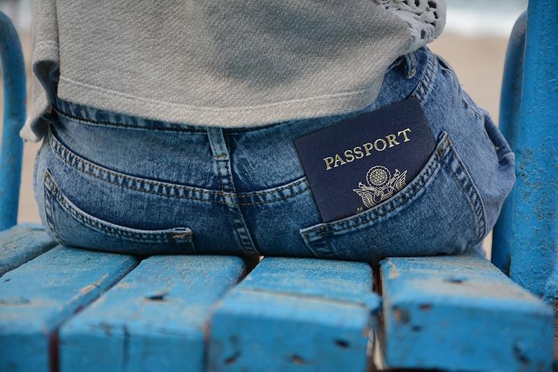 Como andar com passaporte no exterior