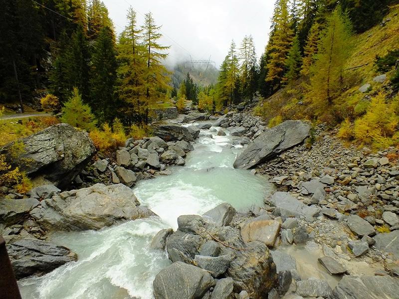 Cenário montes alpinos na Itália