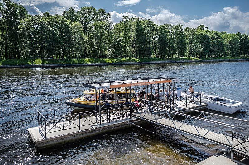 Andar de Aquabus em São Petersburgo
