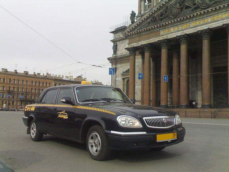 Andar de táxi em São Petersburgo