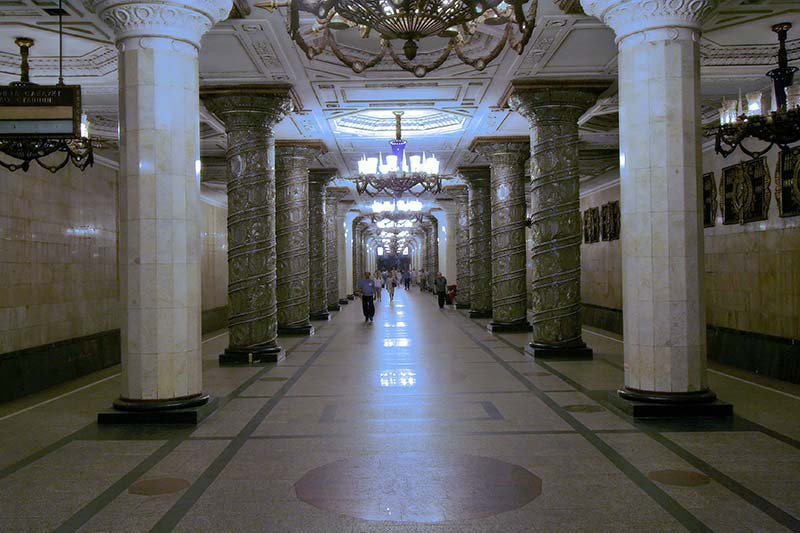 Estação de metrô em São Petersburgo