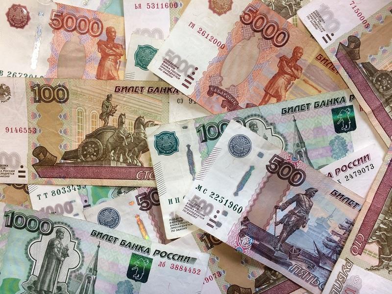 Vale a pena trocar todo o dinheiro por rublos?