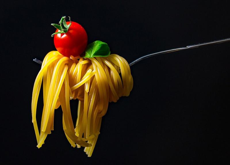Como comer espaguete na Itália