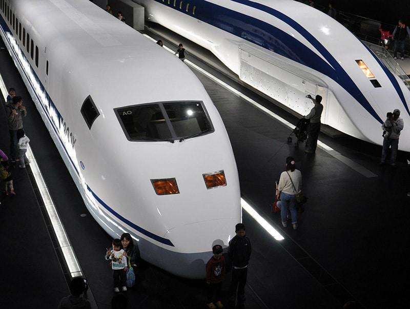Andar de trem-bala no Japão