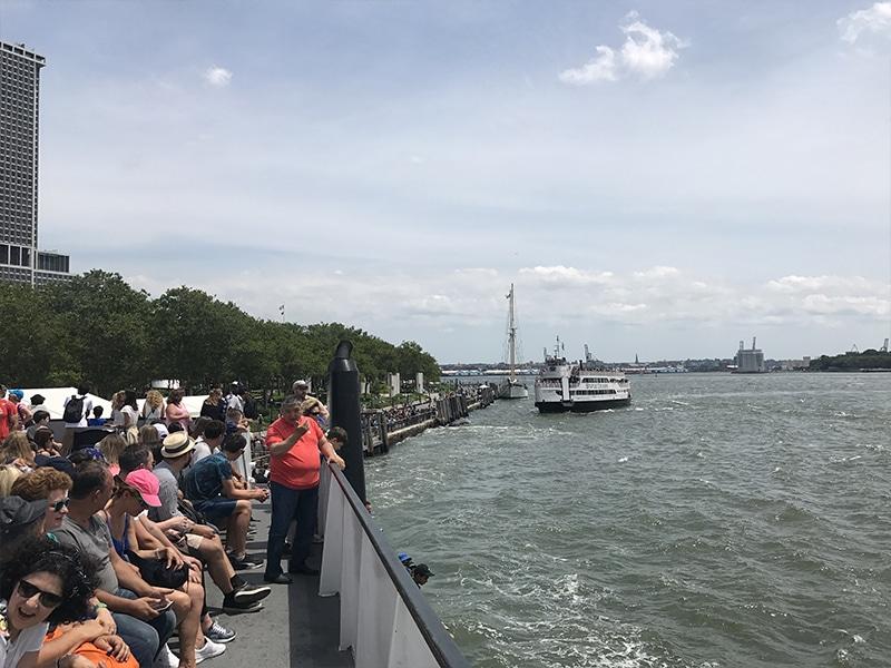 Passeio em barco em Nova York no verão